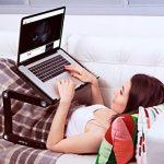 Lavolta Table de lit pour ordinateur portable Pliable Inclinable Plateau de refroidissement 2 ventilateurs Tapis de souris Alliage d'aluminium - noir de la marque Lavolta image 5 produit